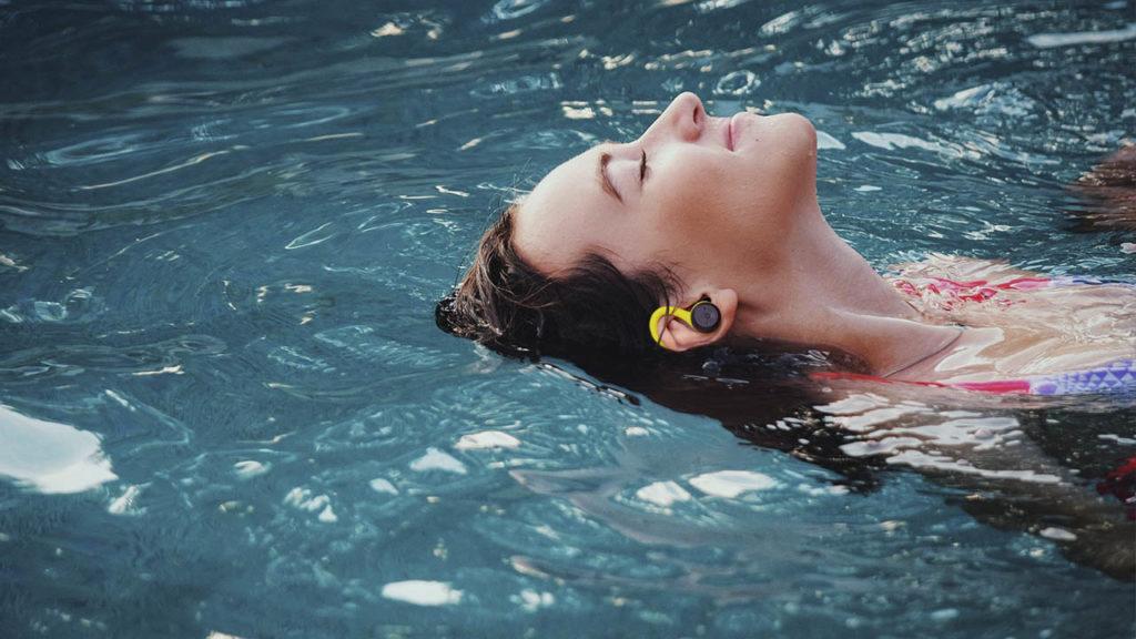 Avenzo, resistencia al agua, nada, verano, musica, sonido, audio